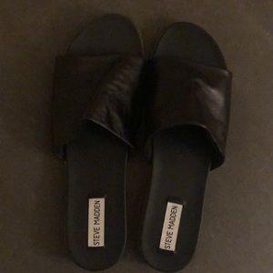 Steve Madden Karolyn Black Flat Sandal